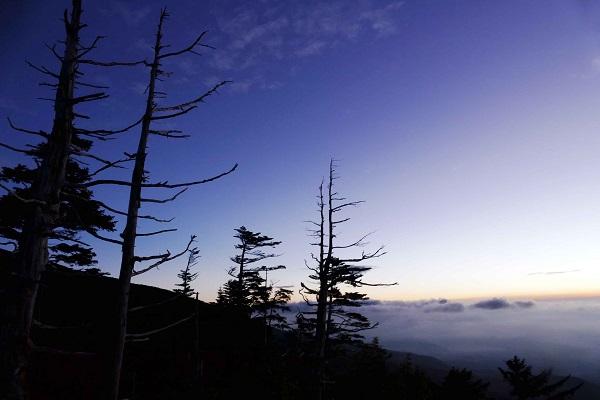 3夜明けの空